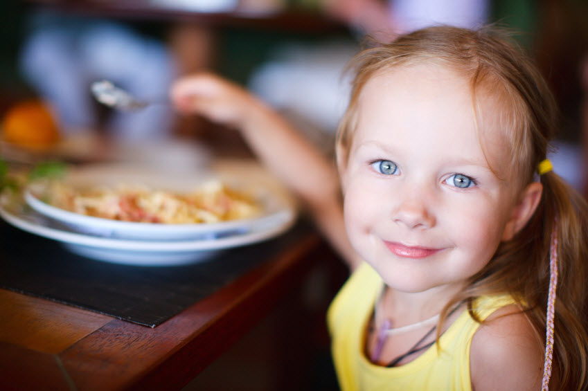 girl-eating-restaurant-iStock_000022369275Small