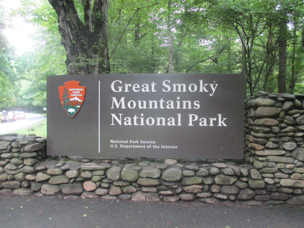 Cherokee_NC_entrance_sign_to_Great_Smoky_Mtn._Nat._Park_IMG_4905